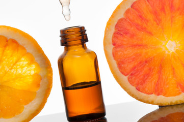Essential oil with orange_Olio essenziale con fetta di arancio