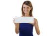 Junge Frau hält Schild und lächelt