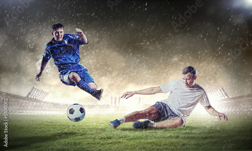 Canvas voetbal two football players striking the ball