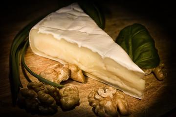Käse auf Brett angerichtet