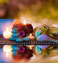 préparation pour le massage et la relaxation dans le jardin
