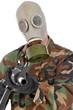 Soldat mit Gasmaske zielt mit Sturmgewehr