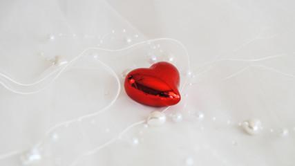 Rotes Herz mit Perlen 2