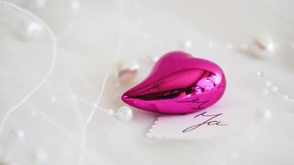 Pinkes Herz mit Perlen 2