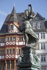 Statue der Justitia auf dem Gerechtigkeitsbrunnen in Frankfurt a