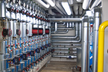 Fernwärmeanlage im Keller