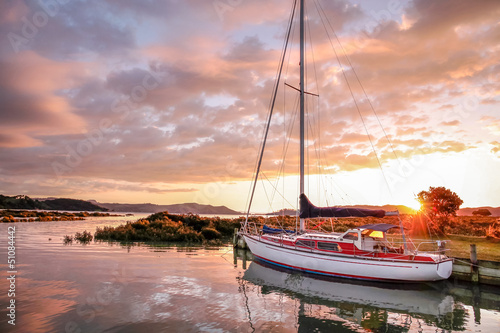 canvas print picture Yacht im kleinen Hafen von Coromandel