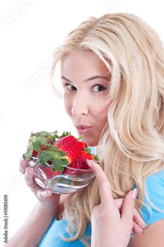 Erdbeer-Zeit, Junge Frau freut sich auf Erdbeeren
