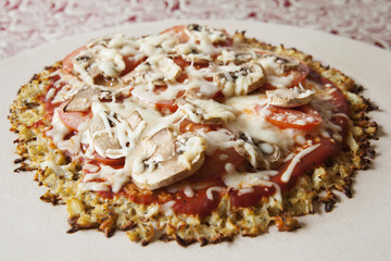 No Crust Pizza, pizza with an non-traditional cauliflower crust