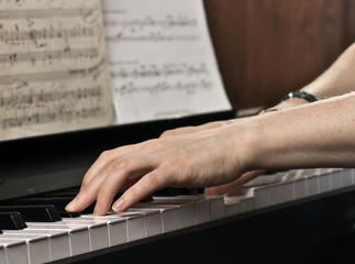 Игра на пианино.