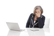Ältere gestresste Frau im Büro - isoliert - Burnout