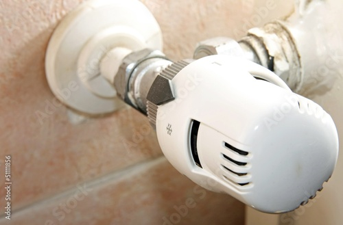 thermostatic valve of the heater at home to save gas