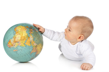 Baby greift nach Weltkugel - Baby with globe