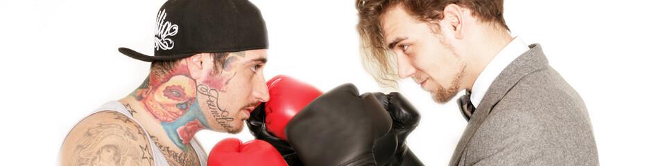 zwei Männer boxen