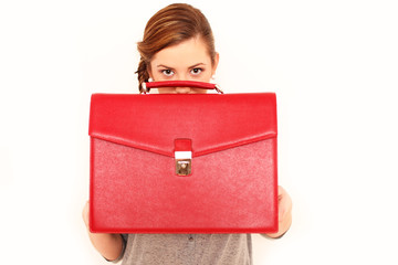 Frau mit roter Tasche