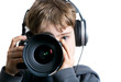 Kind filmt und fotografiert mit DSLR und Kopfhörern