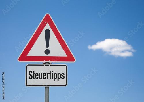 Achtung Schild mit Wolke STEUERTIPPS