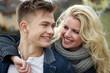 Junges Paar lachend verliebt haben Spaß