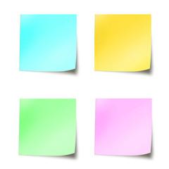 Quatre post-it couleurs pastel