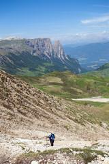 Alpinista sulle Dolomiti