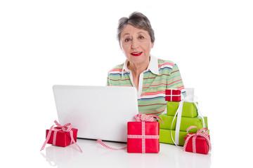 Großmutter bestellt online Geschenke