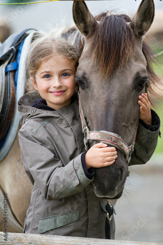 Fotobehang Paardensport Horse and lovely equestrian girl