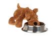 chien en peluche mangeant