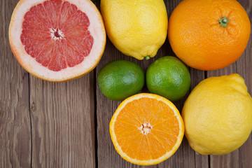 Früchte-Mix auf Holz I