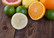 Zitrone mit Frucht-Mix auf Holz II