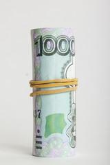 Купюра тысяча рублей свернута в трубочку