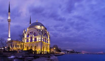 Mezquita de Dolmabahçe (Estambul)