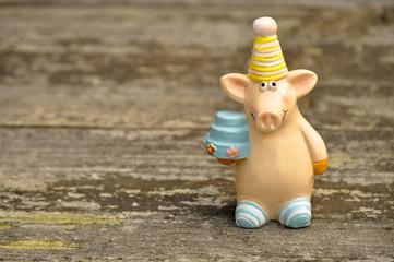 Schweinchen mit Partyhut und Torte
