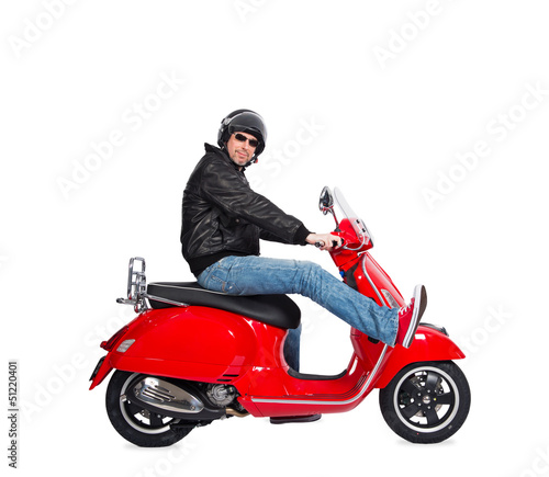 Homme moderne en scooter