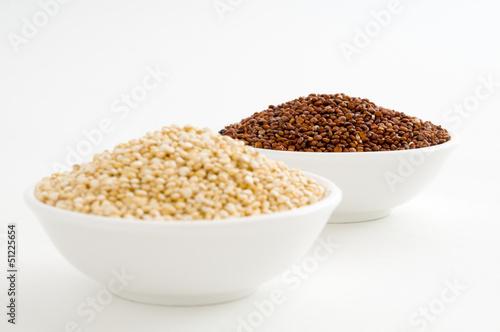 Roter und weißer Quinoa
