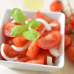 Tomaten-Zwiebel-Salat
