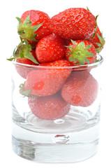 verrine remplie de fraises