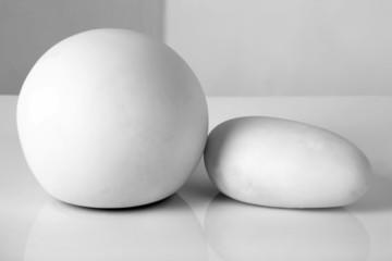 Pierres blanches sur fond blanc