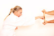 junge Frau macht Taekwondo