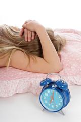 fillette ayant du mal à se réveiller