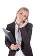 Geschäftsfrau am Telefon mit Aktenordner