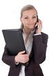 Geschäftsfrau mit Ordner und Smartphone