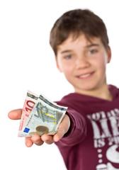 Freundlicher Junge zeigt sein Taschengeld