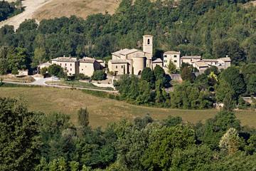 Pievebovigliana, Chiesa di S. Maria Assunta e Cripta Romanica