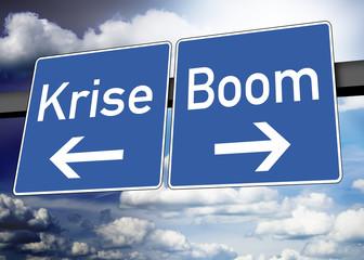 Wegweiser mit Krise und Boom