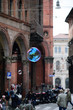 Leinwandbild Motiv bolle di sapone in città