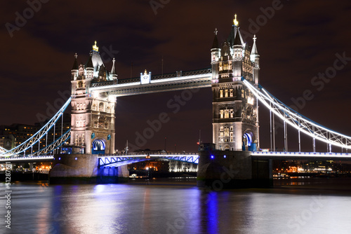 Tower Bridge de nuit à Londres