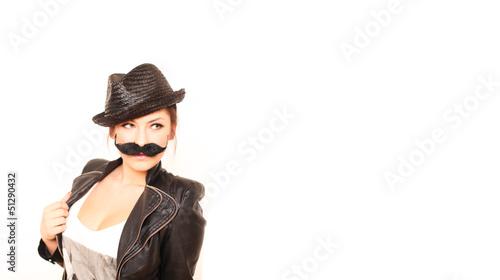 Frau mit Schnäuzer