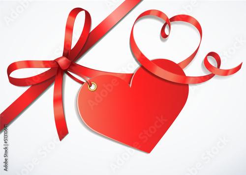 Rote Herzschleife mit Herzetikett