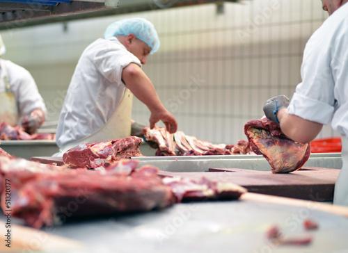 Metzger im Schlachthof // butcher in slaughterhouse - 51320877