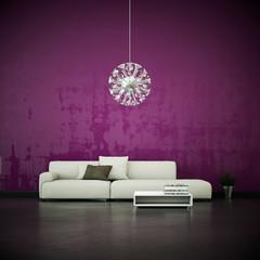 weißes Sofa vor lila Wand